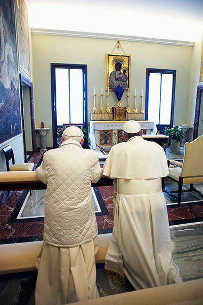The 2 popes praying, to the image of the African Madonna and child.